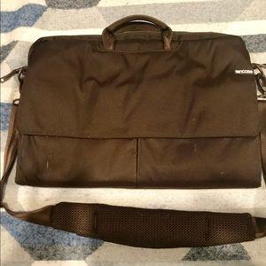 "15"" macbook incase laptop messenger bag"